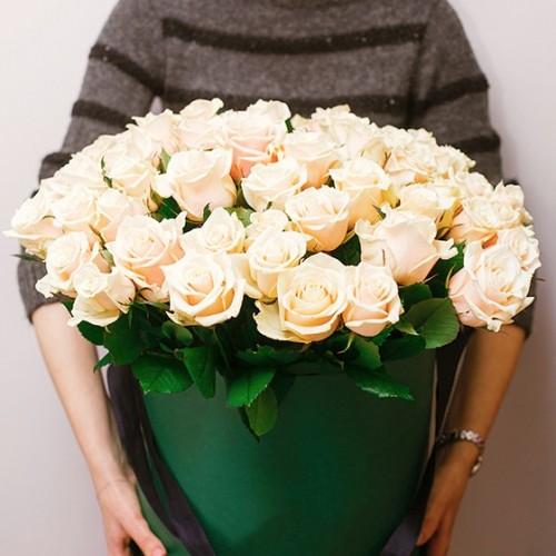 Бели рози букет